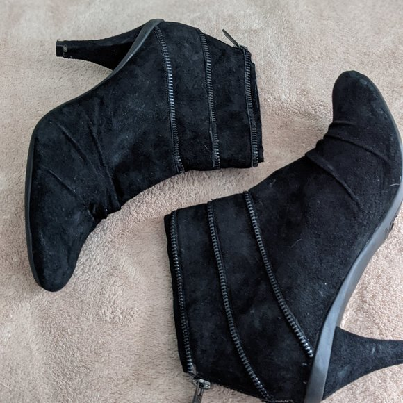 Kenneth Cole Reaction Black Suede Ankle Bootie